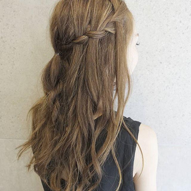 結婚式 髪型 ロングヘア ハーフアップ3