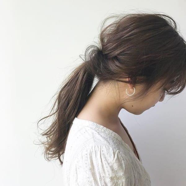 前髪があっても可愛いサイドの髪を真ん中でくるりんぱ