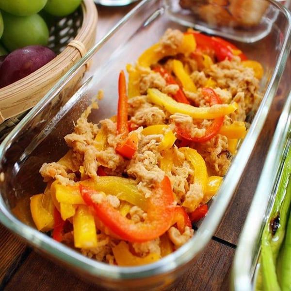 ④お弁当に合う副菜:ツナとパプリカのサラダ