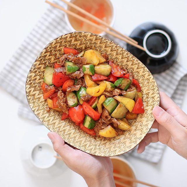 簡単で人気!豚肉ときゅうりとパプリカの炒め物