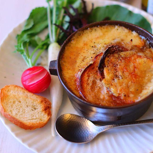 夕飯人気スープレシピ:オニオングラタンスープ