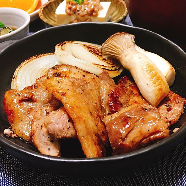 野菜もたっぷりと!人気の豚肉ソテー