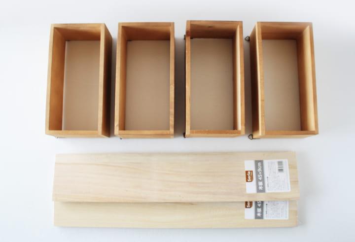 木製ウォールシェルフと木板を用意