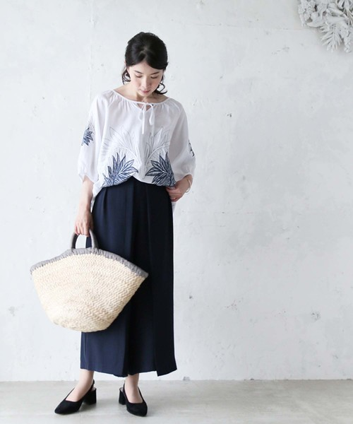[FRENCH PAVE] 気品あるリーフ刺繍のブラウス ボリューム袖 紐リボン 半袖トップス