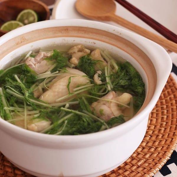 簡単に食べたいときは鶏もも肉と水菜の塩スープ煮