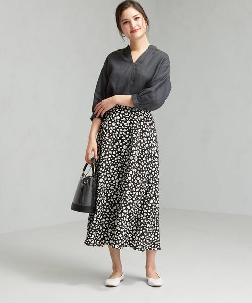 黒シャツ×レオパードフレアスカート