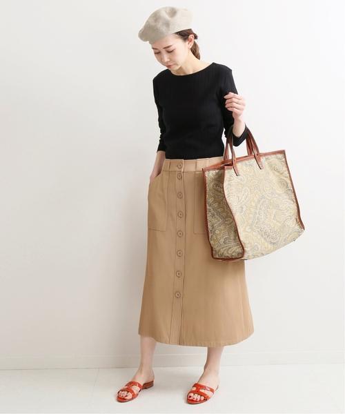 黒ニット×フロントボタンスカート