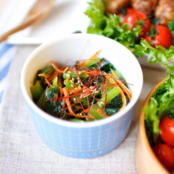 ①お弁当に合う副菜:小松菜と人参のナムル