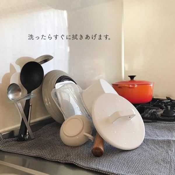 洗ったらすぐに拭き上げてティータオルを吊って乾燥