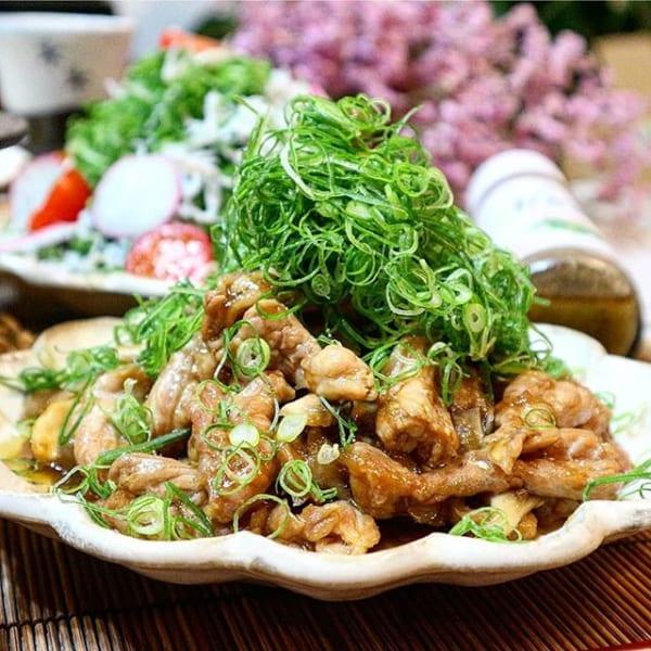 鶏せせりと舞茸のゆず胡椒炒め!九条ねぎまみれ