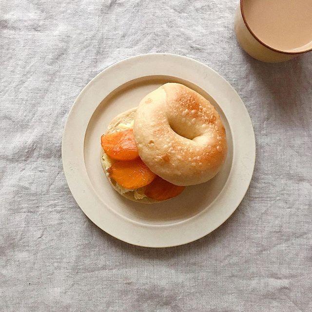 サツマイモペーストと柿のベーグルサンド