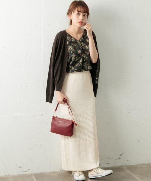 花柄ブラウス×白ニットスカート