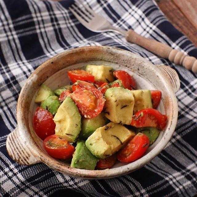 わさびと海苔使ったアボカドトマトサラダ