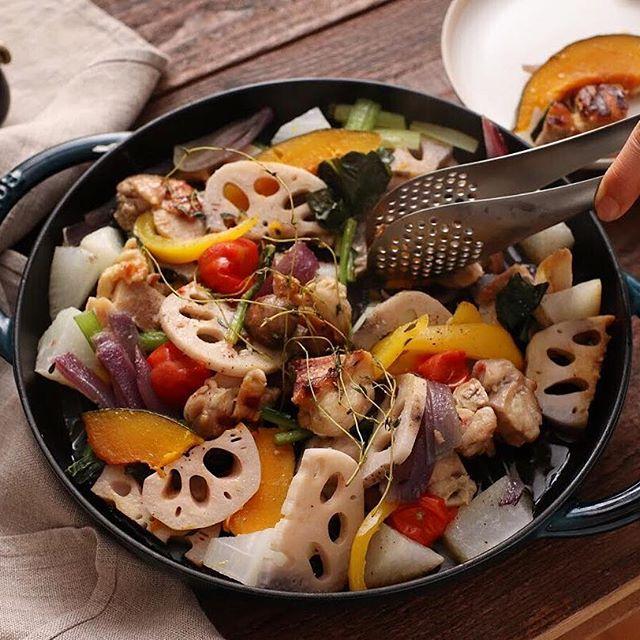 塩麹を使った作り方で野菜とチキンのサラダ