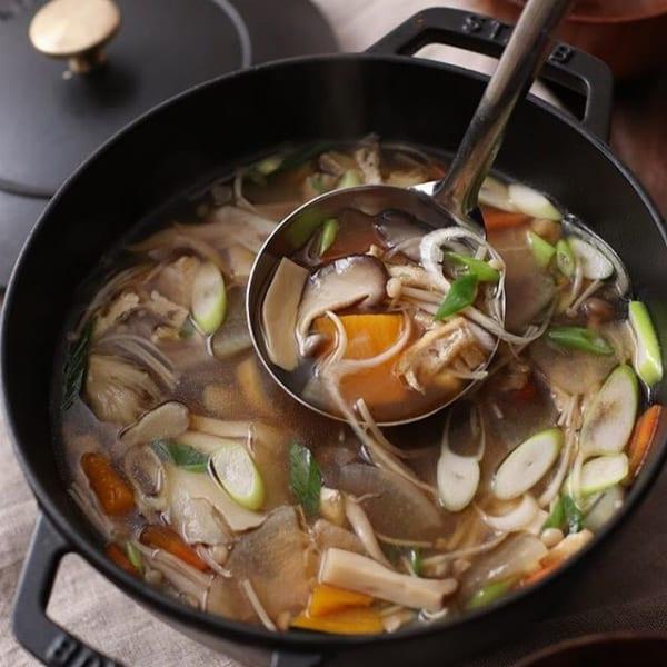 ⑥付け合わせスープ:きのことカボチャのけんちん汁