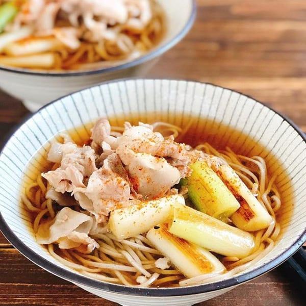 簡単レシピで大量消費!豚バラと焼き長ネギの蕎麦