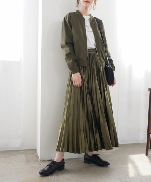 プリーツスカート×大人カジュアルなコーデ