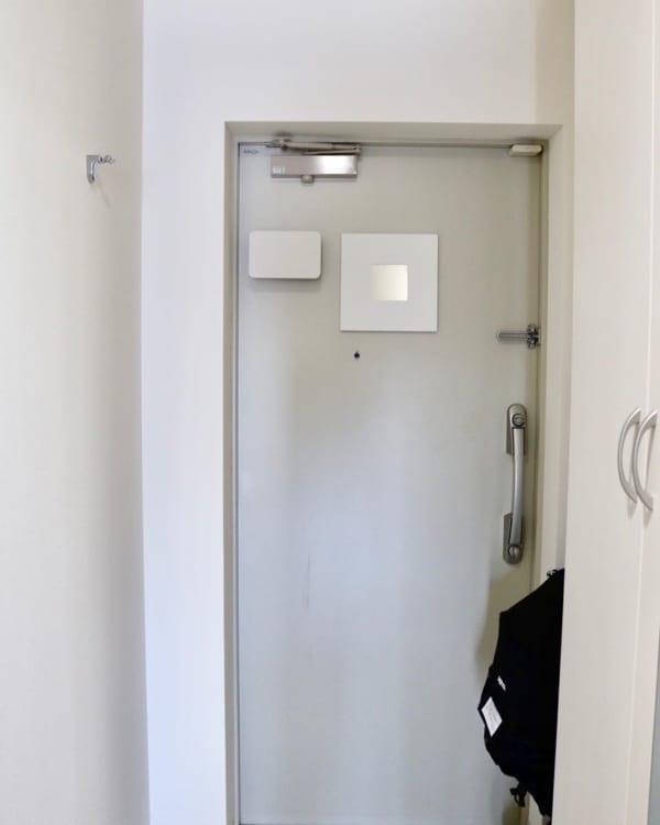 玄関ドアを便利な空間に
