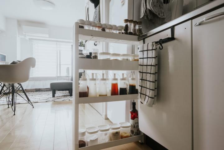 キッチンエリアは清潔感のある白を多めに