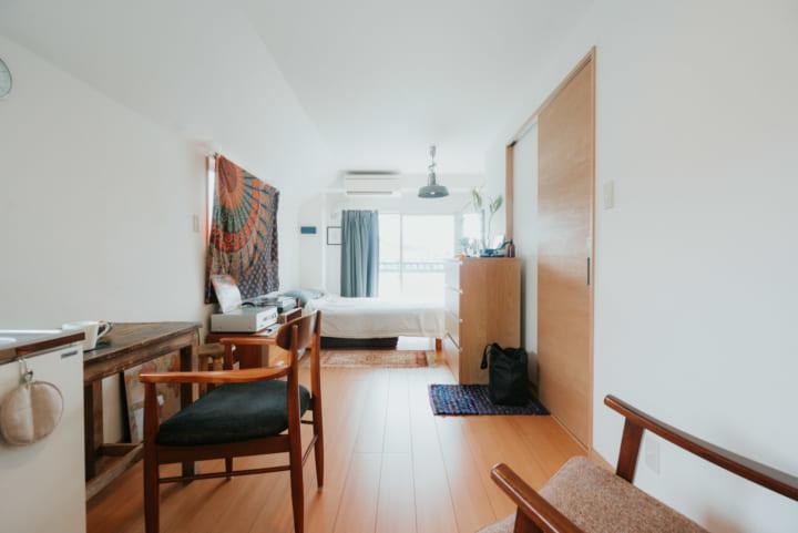 広めのワンルームに「あえて、バラバラの家具」でつくる、フレキシブルなひとり暮らしインテリア