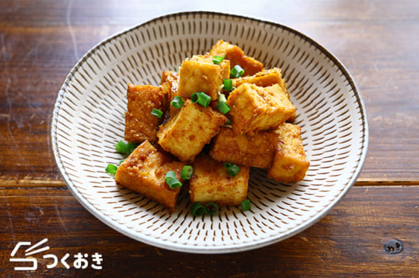 簡単にできるレシピに!厚揚げ豆腐の甘辛ゴマ焼き