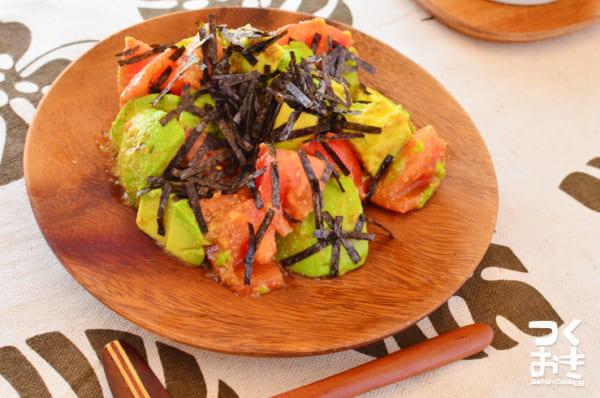 アボカドトマトのにんにくわさび醤油サラダ