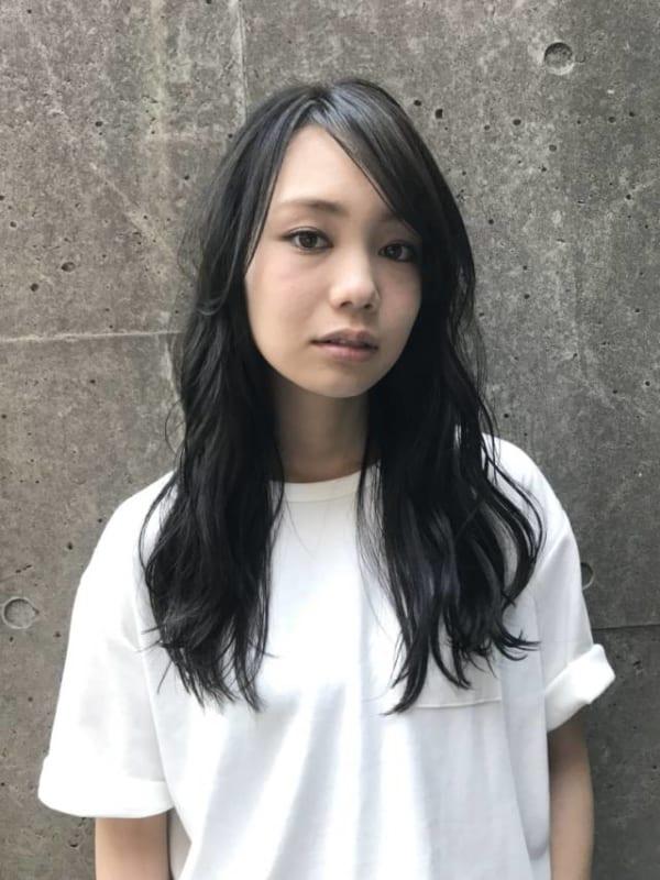 前髪なしロングヘア③黒髪サイドパート