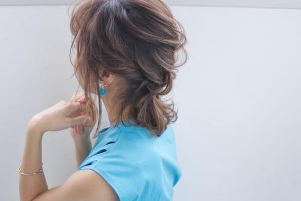 ツイスト編み込み×ポニーテールまとめ髪アレンジ