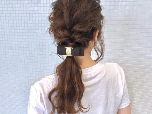 バレッタアクセサリー×ポニーテールまとめ髪アレンジ