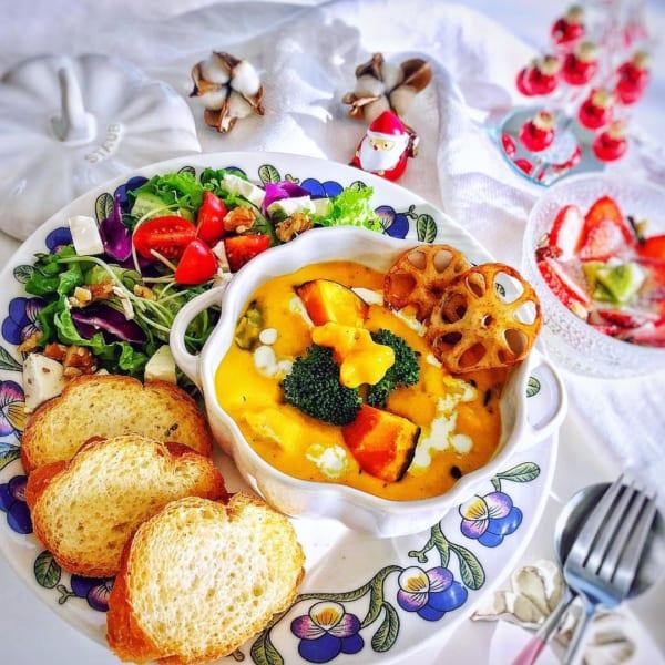 サラダとフルーツヨーグルトの献立