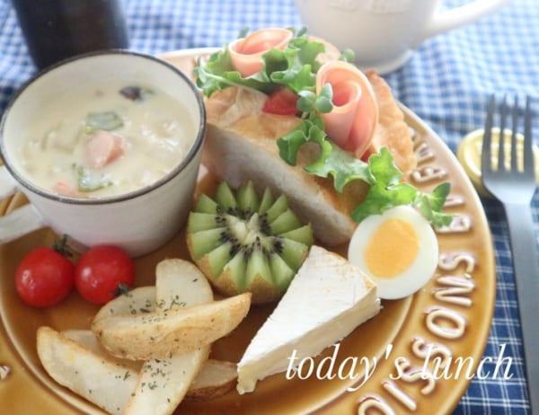 ローズハムのサンドイッチとシチュースープ