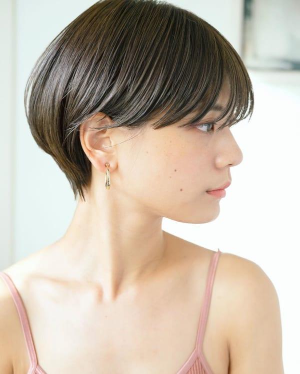 小顔に見えるショートの髪型特集 大人女性に人気のヘアカットを一挙ご