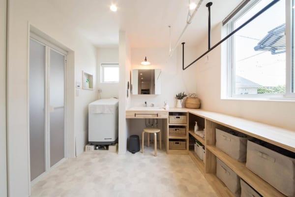 洗面所と家事室をつなげて広々と
