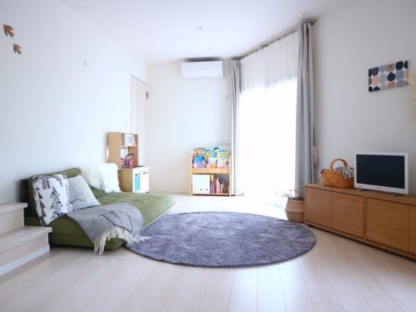 低い位置の家具で部屋を広く見せる