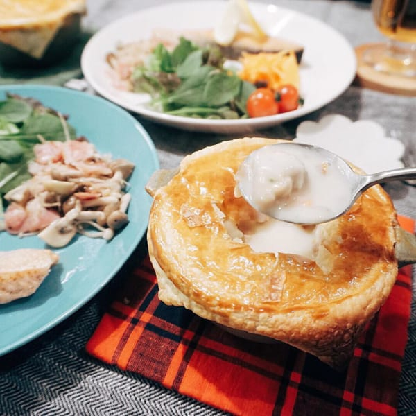 シチューホットパイと鮭のムニエル