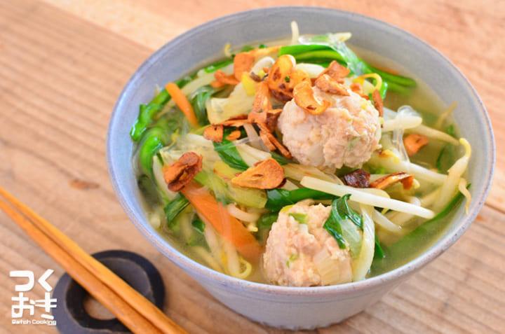 美味しい!エスニック風鶏団子で人気の春雨スープ