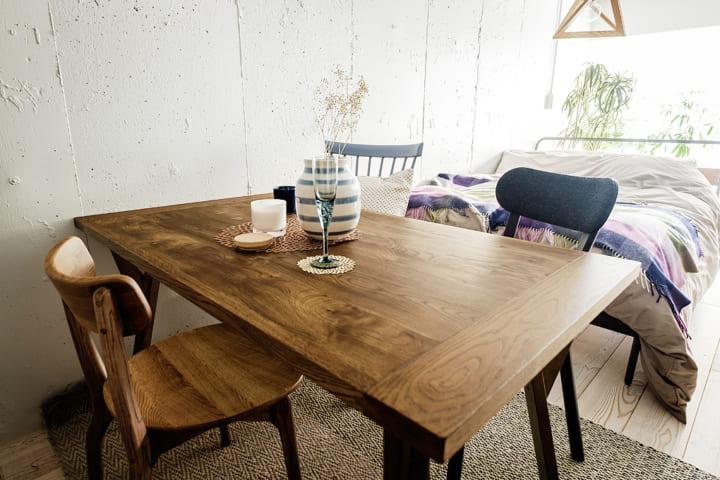 4人掛けのテーブル