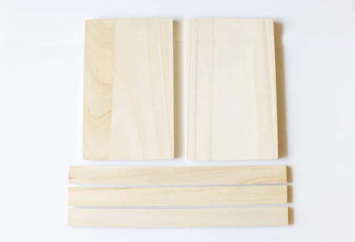 材料は100均の「まな板」と「木板」