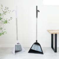 毎日の掃き掃除を快適に!おしゃれに演出する「ホーキ&チリトリセット」