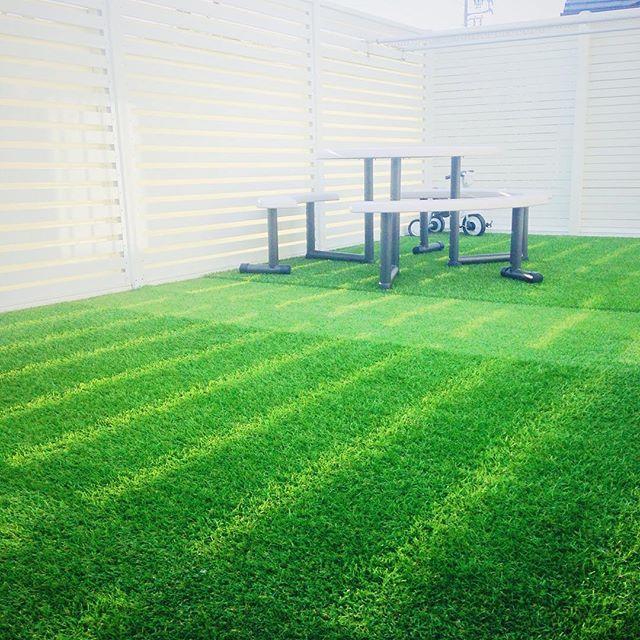 人工芝を敷いてアウトドア