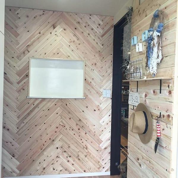 木板を組み合わせた個性派インテリア2