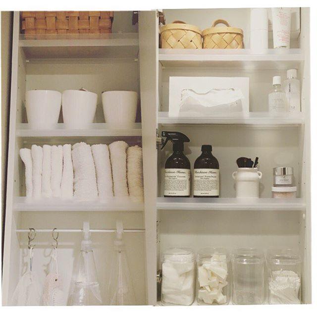 洗面所収納は中身を出して水拭きするのがコツ
