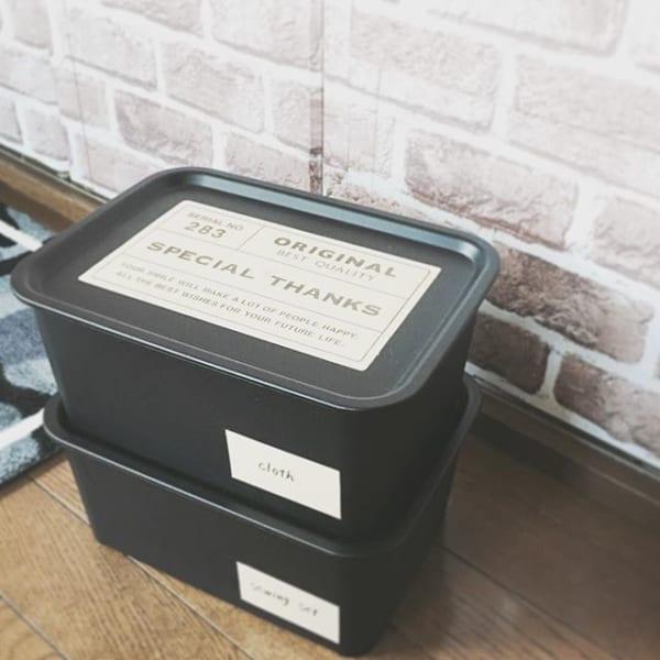 蓋付きケースに文庫本を入れて積み重ねて保管