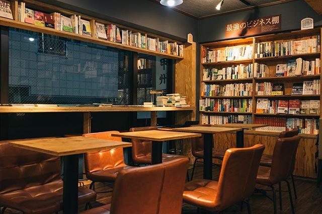 壁面収納を本棚にする2