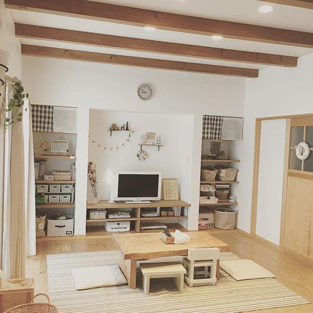 家具は白と木目で統一してナチュラルな空間に