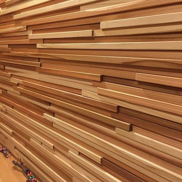 木板を組み合わせた個性派インテリア