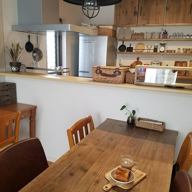 壁面収納にグッズを飾ってカフェ風にアレンジ