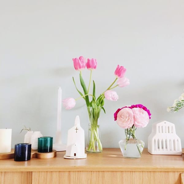 淡いピンク色を玄関に添えてガーリーな空間に