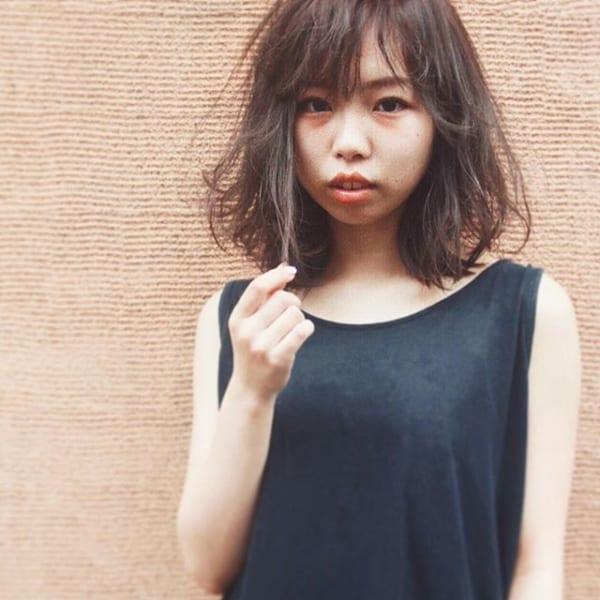 無造作な毛束感が外国人風の髪型