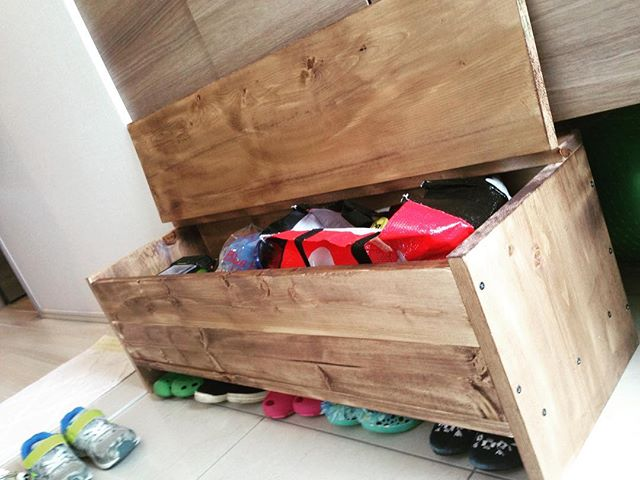 DIYしたベンチに収納2